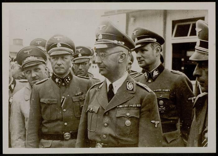 Autre photographie de Himmler visitant le camp©AFBDK