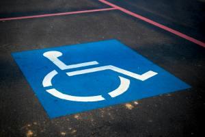 Photo d'une place de parking handicapé