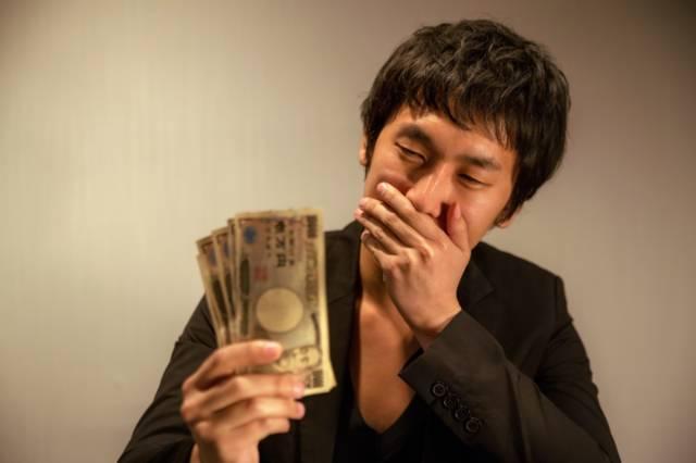 副業の掃除は日給1万円!50代会社員が深夜に続ける理由は人間関係