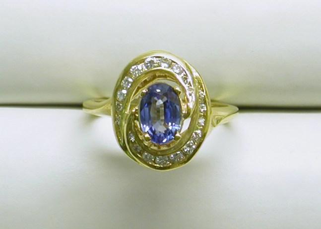 dr-2329 Light blue oval sapphire & diamond ring, 18K yellow gold
