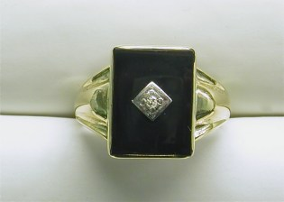 gd-2347 Mens vintage ring, with rectangular onyx, 1 diamond, in 14K yellow gold