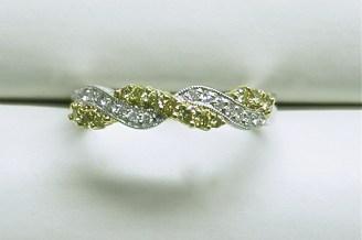 wb1505 Yellow & white diamond wedding band in 18K two tone