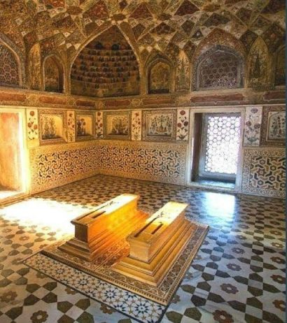 Tombs of Mumtaz Mahal and her husband, the Mughal emperor Shah Jahān