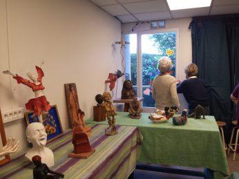 Expositions des oeuvres des artistes (arts plastiques enfants, sculpture et peinture)