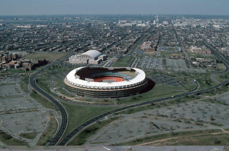 800px-rfk_stadium_aerial_photo_looking_towards_capitol_1988
