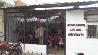 """Unità di quartiere """"Il giorno più felice"""" dove La Campora organizza attività di sostegno per i bambini"""