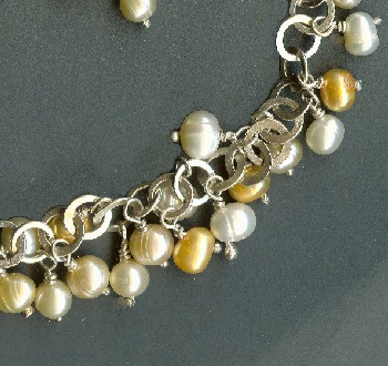 Halsband med sötvattenpärlor