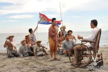 Ang Huling Lagda ni Apolinario Mabini: Artemio Ricarte (Poppert Bernadas) narrates a story about the Philippines to Apolinario Mabini