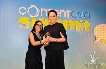 Charo Santos-Concio receives the Asian Media Woman of the Year award from ContentAsia editorial director Janine Stein
