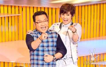 The Singing Bee hosts Roderick Paulate and Amy Perez