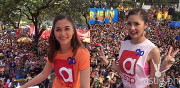 Kim Chiu and Maja Salvador during the Sinulog Float Parade in Cebu