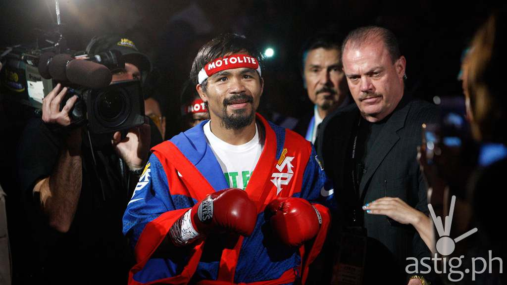 Manny Pacquiao wearing MOTOLITE gear (via brandingboxing.weebly.com)