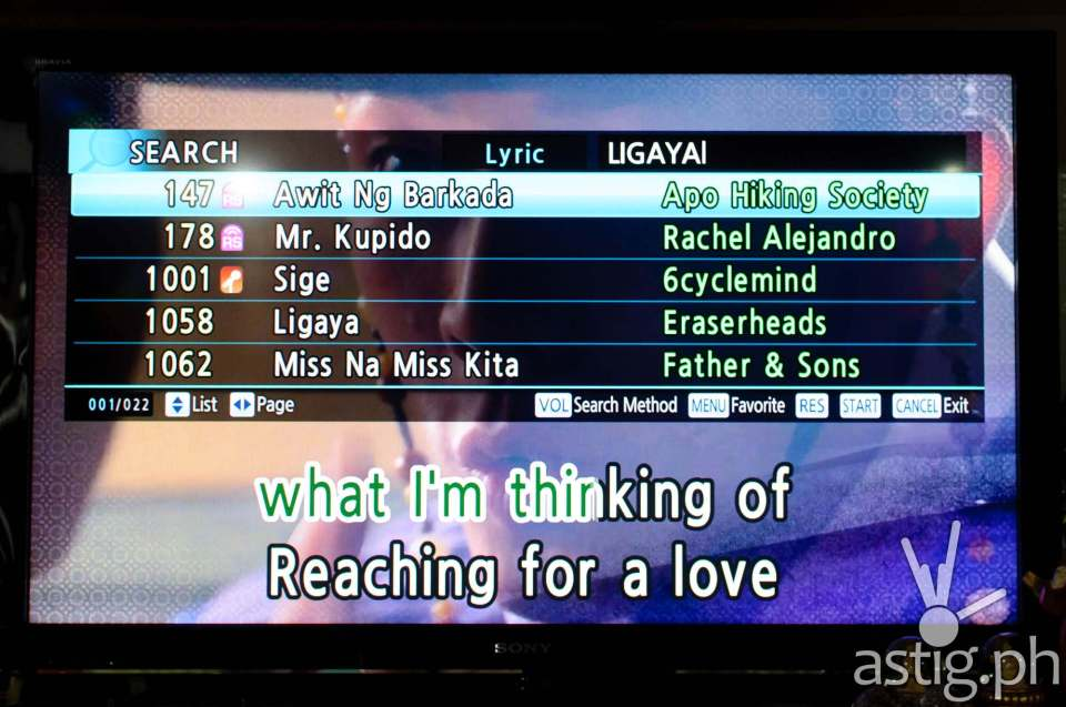 You can search for songs by entering the lyrics in GRAND VIDEOKE Symphony 2.0