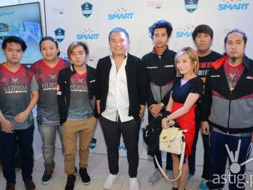 ESL One Manila Digital5 Head Chot Reyes with Team Mineski.Sports5, the PH representative to ESL One Manila 2016