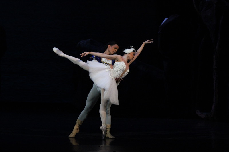 Victor Maguad as Siegfried and Jemima Reyes as Odette