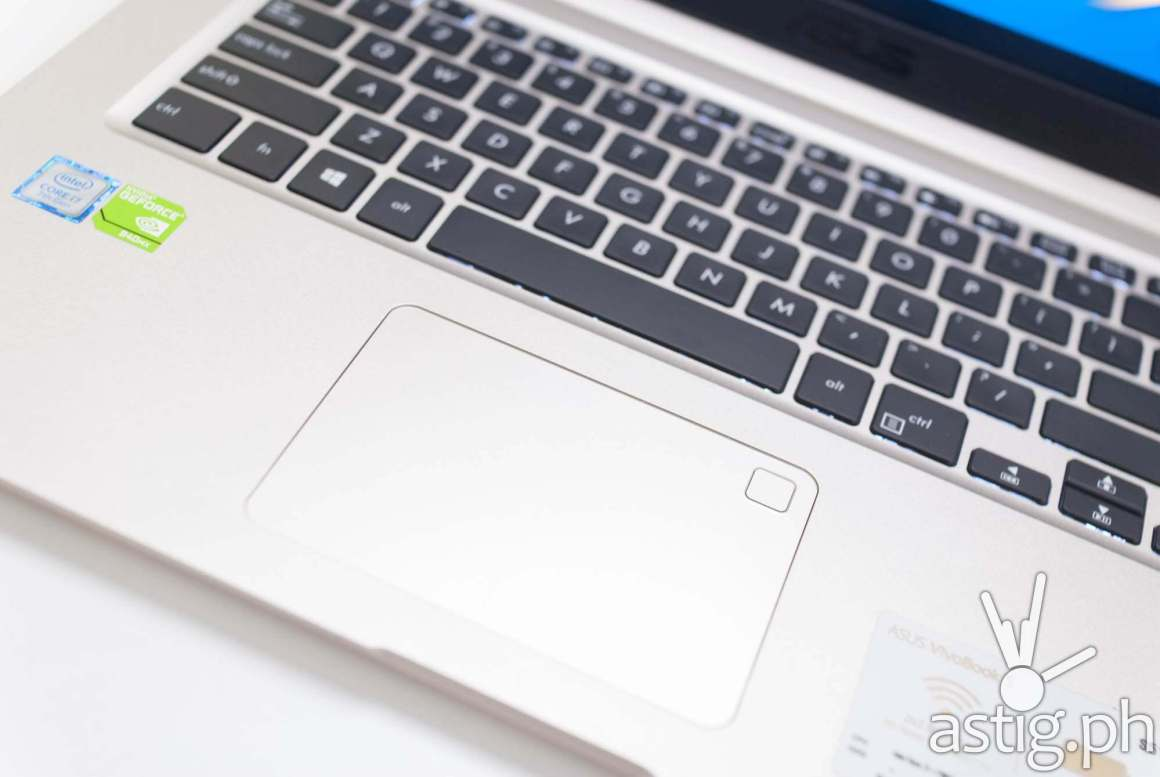 Thumbprint reader mounted at the top-right corner of the mouse pad - ASUS VivoBook S15