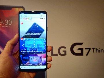 LG G7 ThinQ front handheld