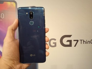 LG G7 ThinQ back handheld