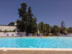 Tanzreise nach Sizilien, am Pool