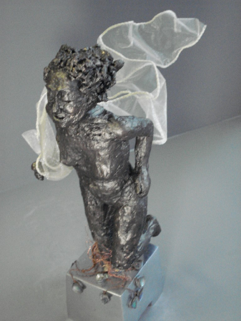 Daphne turns into Laurel, Keramiek, 30 x 10 x 14 cm, 2006, VERKOCHT
