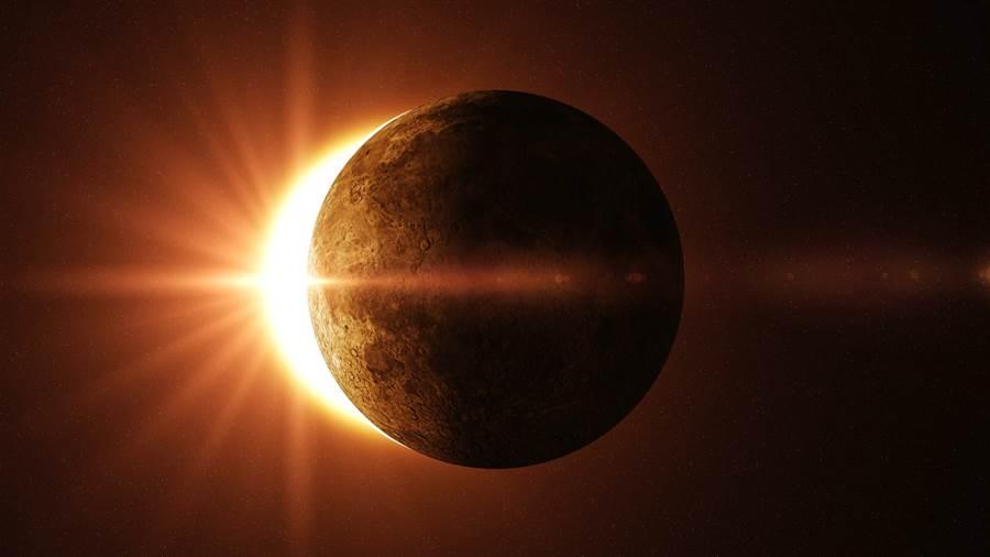 solar-eclipse-leo