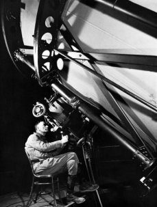Hubble observando con el telescopio de Monte Wilson