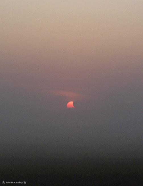 Wschód Słońca we mgle, wyglądało to jak olbrzymi płetwa rekina.... Olympus E20