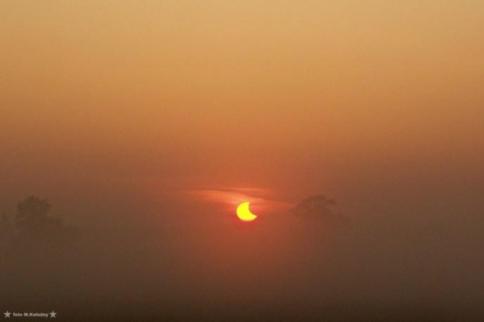 Mgła rozpraszała światło, co dawało po prostu przepiękne widoki, to zdecydowanie był najpiękniejszy moment tego widowiska. Olympus E20.