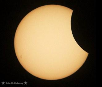 Zdjęcia wykonane afokalnie za pomocą teleskopu Soligor MT-800, okularu PL 32mm, aparatem cyfrowym Canon A70. Zdjęcia obrabiane jako pojedyncze klatki.