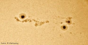 """Aparat Olympus E10 czas 1/640 f:5,6, zdjęcie z projekcji okularowej na kartkę papieru, Uniwersał 13 (Cassegrain 8""""/3500)."""