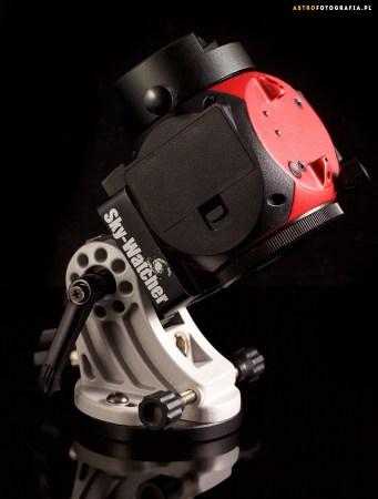W połączeniu z firmowym wedge, które znacząco ułatwia ustawienie montażu do astrofotografii.