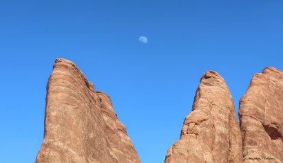 Moonrise close to Devils Garden Campground
