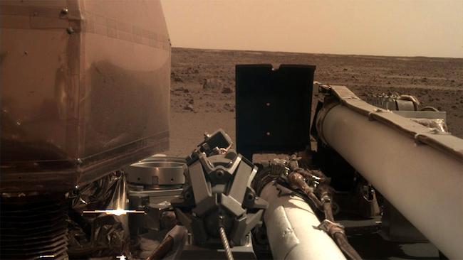 Citra pertama wahana InSight. Kredit: NASA