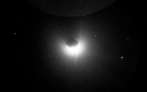 Geokorona Bumi yang dipotret dari Bulan oleh Astronaut Apollo 16. Kredit: NASA