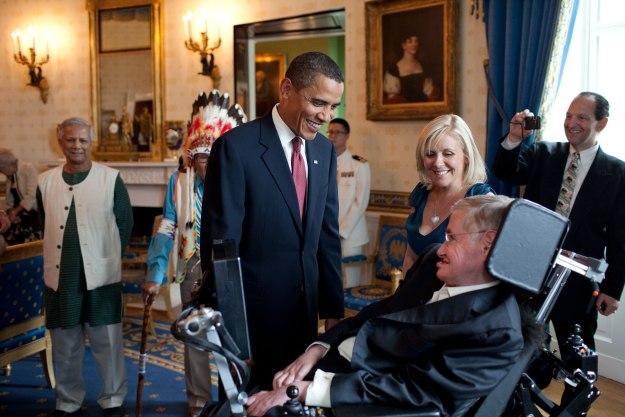 Barack_Obama_speaks_to_Stephen_Hawking