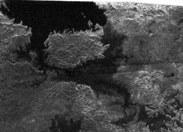 titan-lakes-580x353