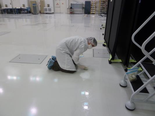 colheita_esfregaco_chao_sala_lista_JPL