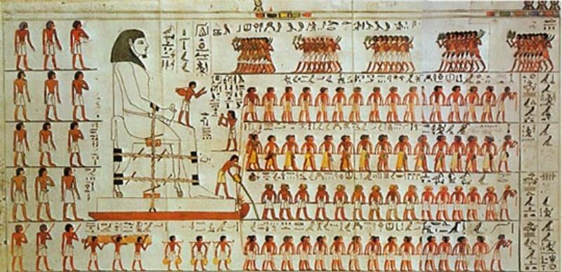 Uma grande estátua é transportada por trenó, com dezenas de escravos a puxá-la, enquanto na sua frente está uma pessoa a molhar a areia. Crédito da Imagem: Fundamental Research on Matter