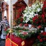 Богослужения Великой Пятницы — вынос Плащаницы и чин погребения Спасителя.