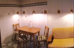 Cocina. Detalle mesa. Casa Rural Asturias