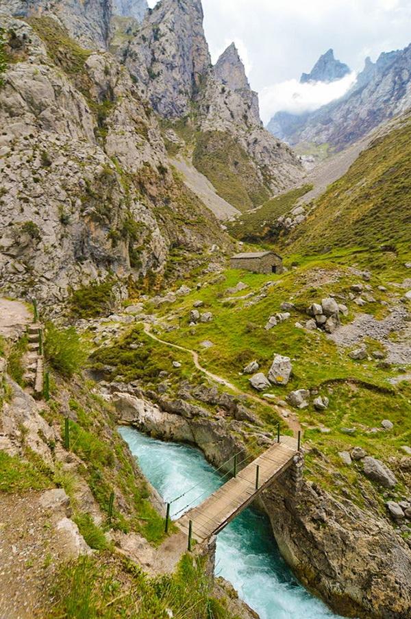 ruta del cares en asturias rio