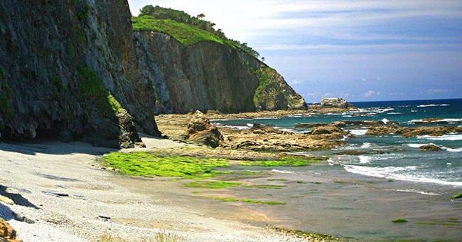 playa del os molinos en luarca