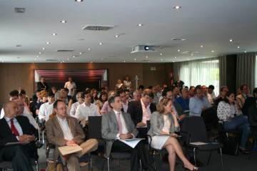 La sala completa. Aforo 100 personas.