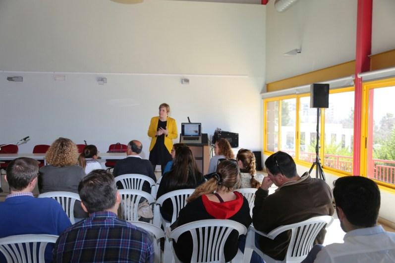 Patricia Suárez (Patrona de Finsalud) presenta el proyecto.