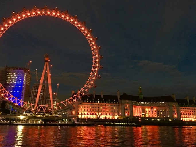 London Time Out evening movie cruise view