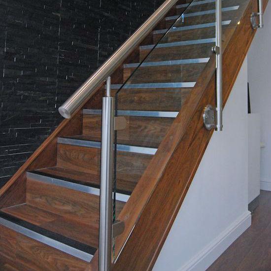 Cầu thang lan can inox kính 2