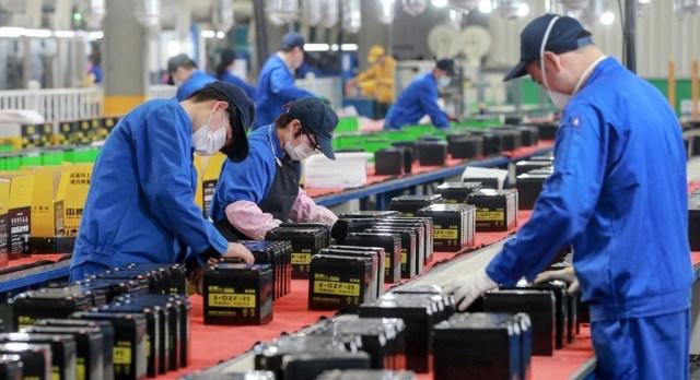 عمال في أحد المصانع الصينية
