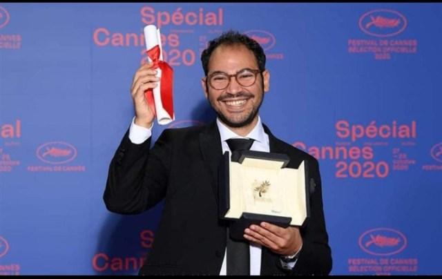 سامح علاء أثناء حصوله على جائزة مهرجان كان