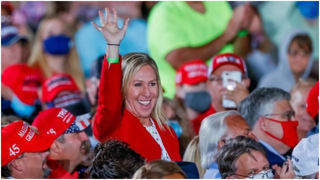 مارجوري تايلور جرين، التي تم انتخابها لمجلس النواب، وهي في تجمع حاشد لترامب في الشهر الماضي