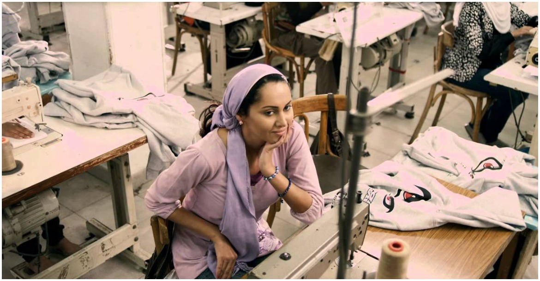 مشهد من فيلم فتاة المصنع